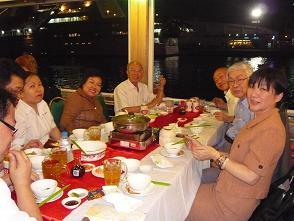 サイゴン港の船上レストランで.JPG